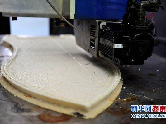 国内最大3D打印机在三亚造出小船