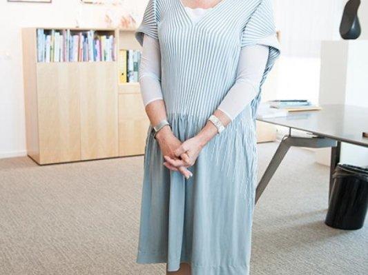 登大雅之堂:荷兰教育部女部长着3D打印服饰参加国会