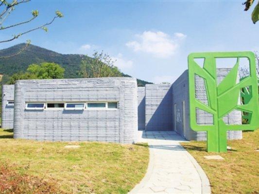 盈创在风景区建了一栋别致的3D打印厕所
