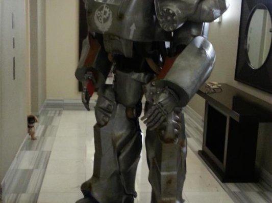 实力耍帅!玩家140天3D打印全套《辐射》游戏战甲