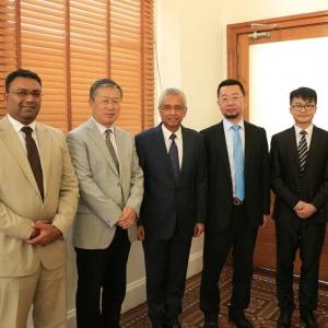 先临三维代表中国与毛里求斯国家总理洽谈3D打印入毛里求斯事宜