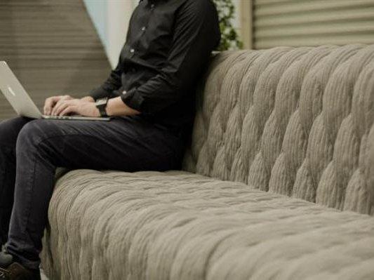 华丽复古风!泰国设计师用混凝土3D打印出皮革外观家具系列
