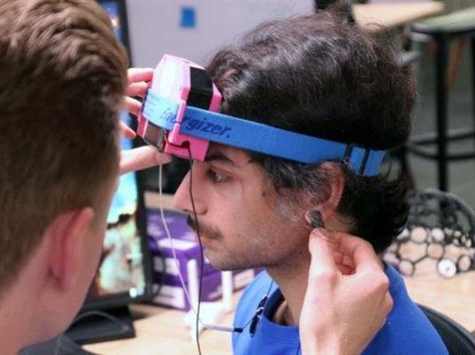 开外挂?澳洲专为游戏玩家3D打印头戴耳机,刺激脑电波集中注意力