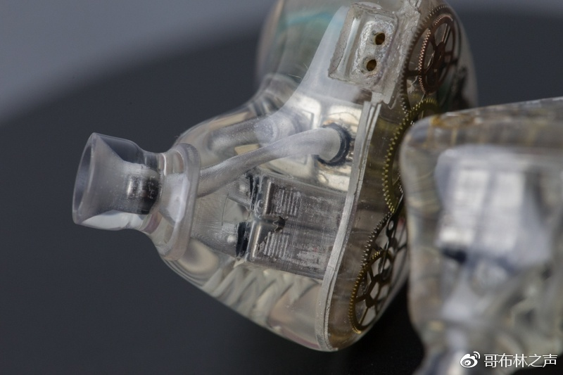 小姑娘良心测评:1/40毫米层厚精度,国产定制3D打印耳机可以说很溜了