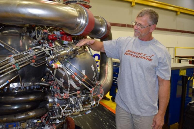 NASA点火测试最大的3D打印火箭引擎部件,计划2022年至2023年飞向火星