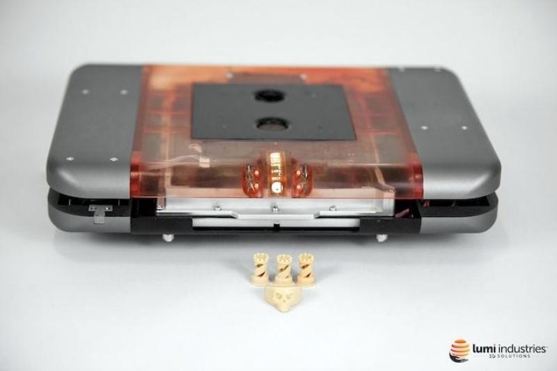 只有平板电脑大小,平板电脑作为光源,这台3D打印机能打超精细部件