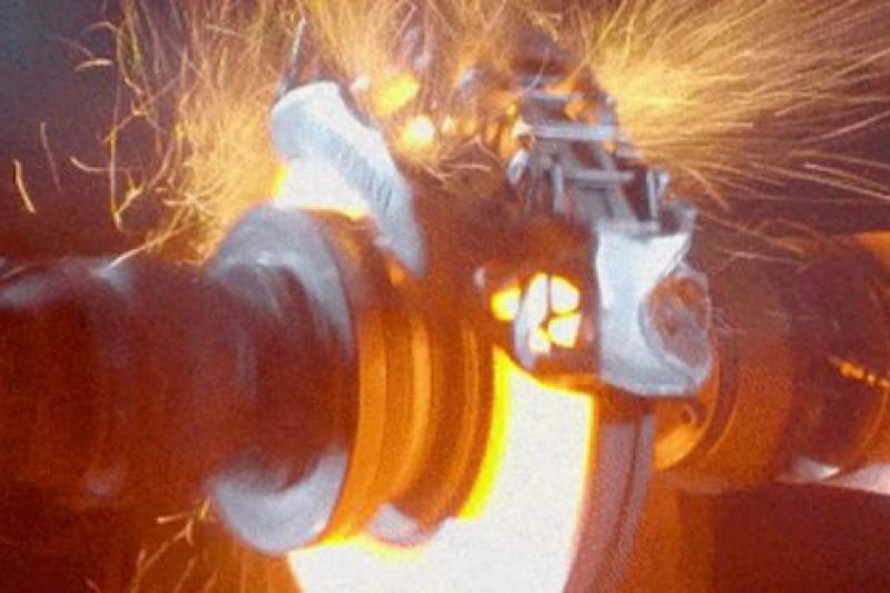 布加迪展示3D打印钛金属制动钳 耐用性不俗