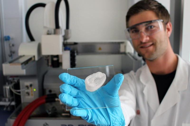为先天性耳廓畸形儿童重建耳廓,德国用纳米纤维素3D打印人造耳