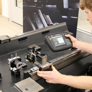 XK10激光校准仪帮助机床制造商提高平行度测量精度