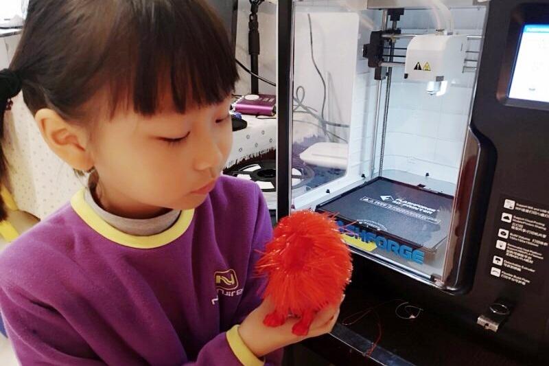 你还在思考孩子童年怎么过?别人家6岁小朋友已经在玩3D打印了