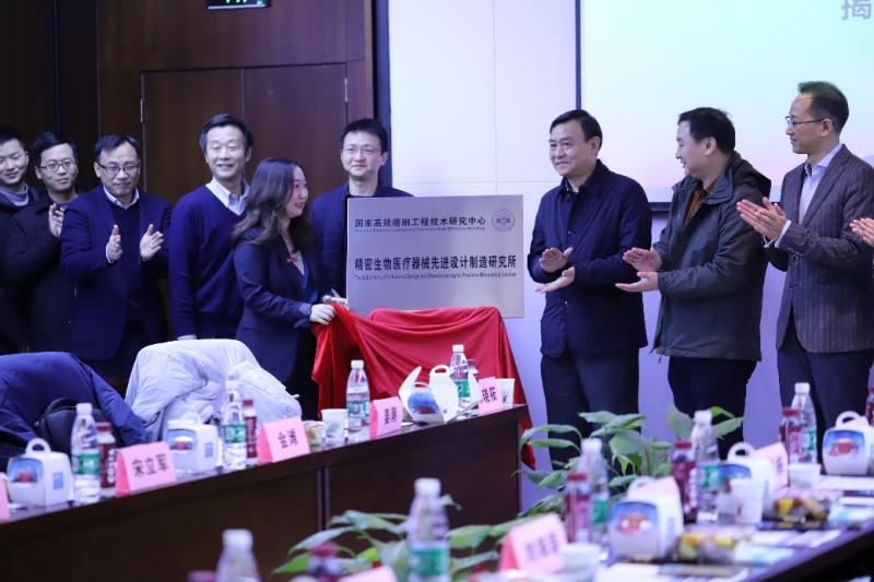 """黑焰医疗合作的湖南省重点研发项目""""局部晚期乳腺癌个性化精准诊疗系统的建立""""立项启动会成功揭牌"""