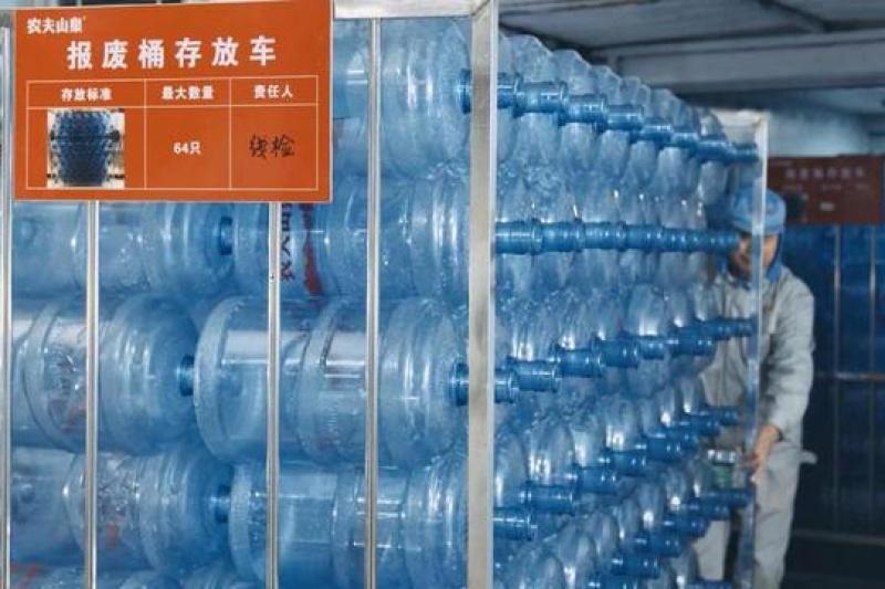 """助力""""两碳""""战略,农夫山泉回收空桶制作3D打印材料"""