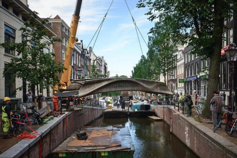 世界首座金属3D打印桥梁成功在阿姆斯特丹安装