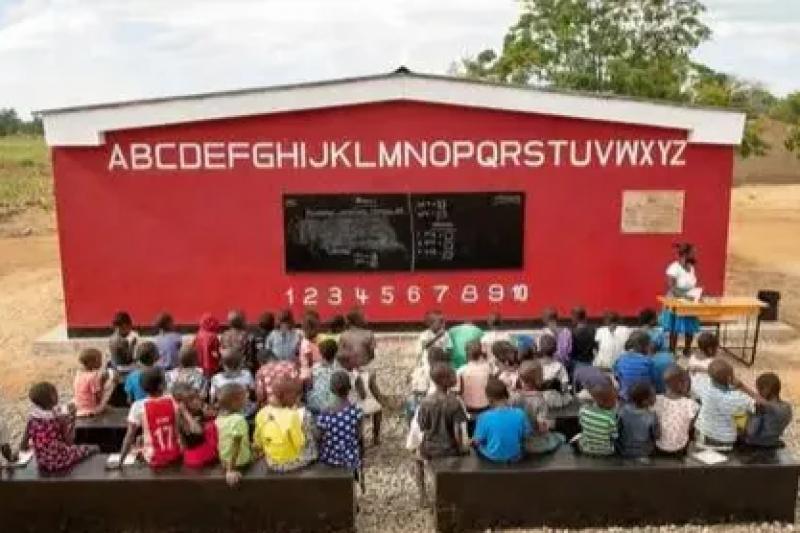 """""""一夜竣工""""!全球首座3D打印学校在非洲马拉维开学"""
